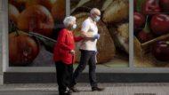 desconfinament, passeig, gent gran, mascareta, Barcelona, covid-19