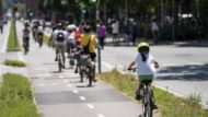 Passeig de Sant Joan, bicicleta, nena, bici, esport, carril bici, Barcelona, covid-19, desconfinament