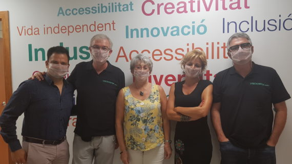 Presenten a l'IMPD mascaretes transparents per a facilitar la comprensió labial de les persones amb sordesa