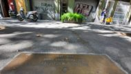 Placa d'Enric Casanovas (rbla. Poblenou, 103) - detall