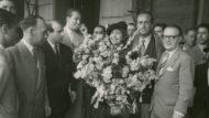 Arribada de Mistinguett al Hotel Ritz compañada de Demon (1948). Foto: Carlos Pérez de Rozas. Arxiu Fotogràfic de Barcelona