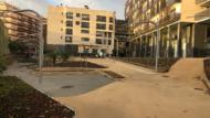 Les Corts, Jardins Europa Anglesola, plaça central