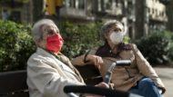 gent gran amb mascareta