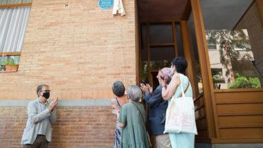Joan Brossa, Pepa Llopis, placa de memòria, descoberta