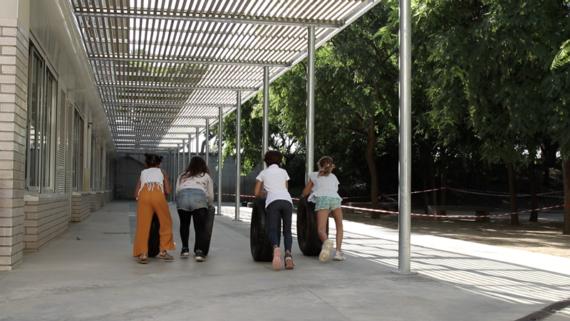 Refugi climàtic de l'escola Vila Olímpica, pèrgola