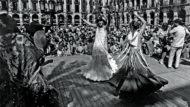 Fotografies de Gol: Fernanda balla sevillanes amb una amiga, a la festa homenatge a Ocaña