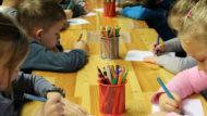 Nens dibuixant