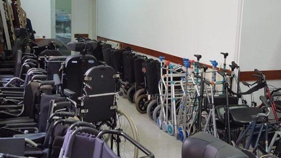 Productes de suport en un dels punts d'atenció del Banc del Moviment