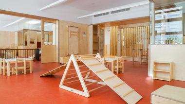 Espai de joc infantil a l'interior de l'Escola Bressol Els Gats