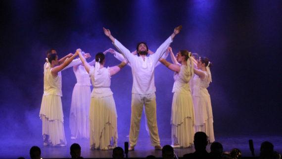L'esbart Sant Martí, en una actuació dalt l'escenari