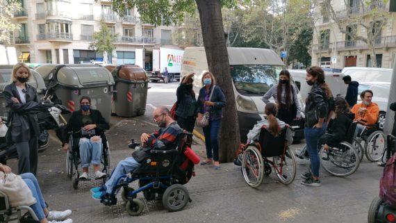 Els participants del projecte CASBA al carrer.